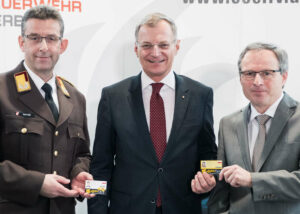 (v. l.): Landesfeuerwehrkommandant Robert Mayer, LH Thomas Stelzer und LR Wolfgang Klinger