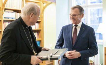 Kardinal Christoph Schönborn und Landeshauptmann Thomas Stelzer.