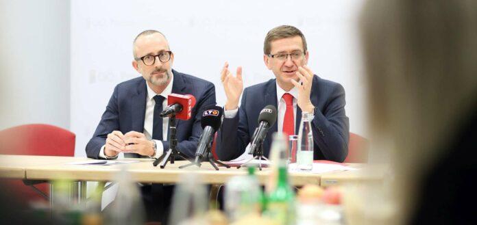 Gehen mit viel Zuversicht in die Semesterferien: Eurothermen-Direktor Hochhauser und LR Achleitner