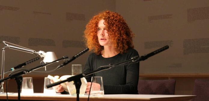 Die Linzer Autorin Verena Halvax las im Stifterhaus.