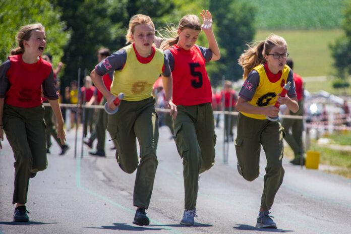 Immer mehr Mädchen nehmen an Feuerwehr-Wettbewerben teil.