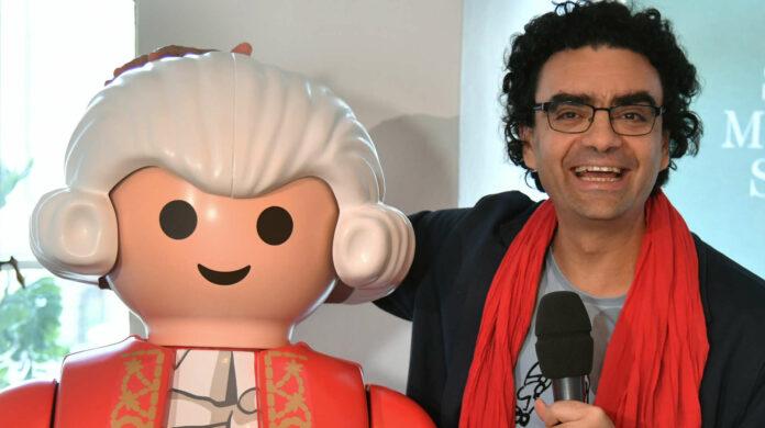 Rolando Villazón bei derPräsentation des Playmobil-Mozarts.