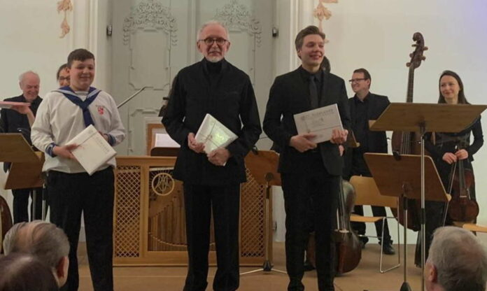 V. l.: Christian Ziemski, Franz Farnberger und Alois Mühlbacher konnten sich nach ihrem Auftritt gebührend vom begeisterten Publikum feiern lassen.