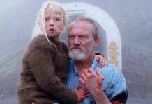 Ingimundur (Ingvar Sigurdsson) mit seiner Enkelin Salka (Ida Mekkin Hlynsdottir)