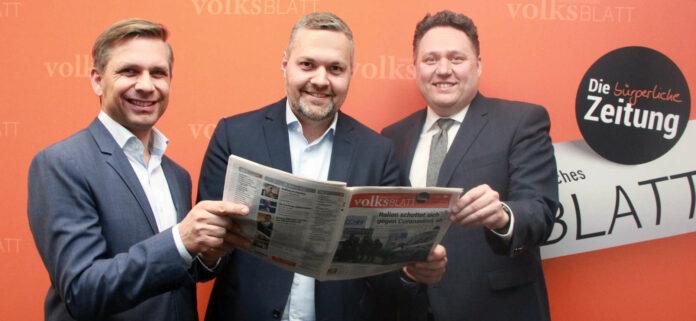 Der neue ÖVP-Generalsekretär Alexander Melchior (M.) besuchte am Rosenmontag die VOLKSBLATT-Redaktion und informierte sich bei OÖVP-Landesgeschäftsführer Wolfgang Hattmannsdorfer und Chefredakteur Christian Haubner (r.).