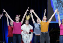 Die Tanzklasse der Musikschule Leonding begeisterte die Besucher im Brucknerhaus.