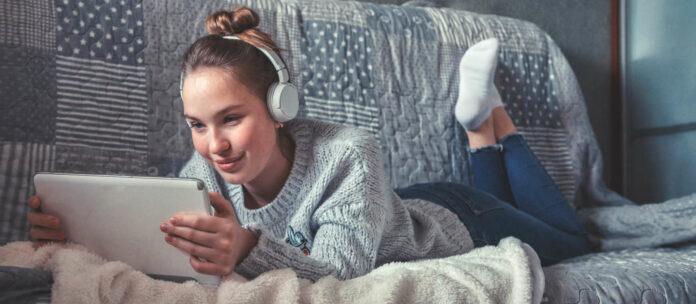 Die modernen Kommunikationsmittel wie das Internet oder das Smartphone sind zu Hause durch nichts zu ersetzen.