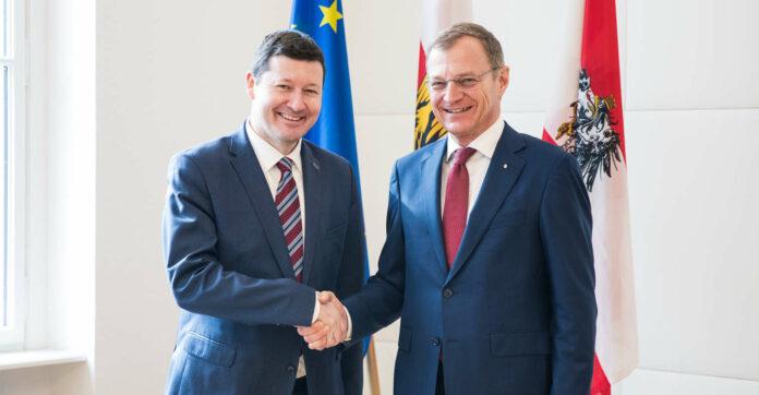 Der Leiter der Vertretung der Europäischen Kommission in Österreich, Selmayr, mit LH Stelzer