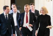 Appellierten gestern an die Oberösterreicher, die von der Regierung verhängten Maßnahmen auch einzuhalten: LHStv. Manfred Haimbuchner, LH Thomas Stelzer und LH-Stv. Christine Haberlander (v. l.)