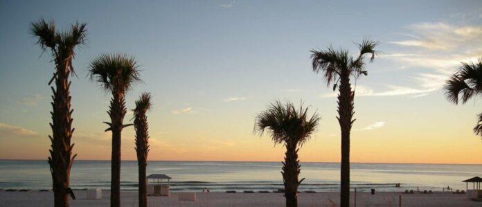 Einsamer Sand, türkis-blaues Meer, Sonnenuntergang. Von dieser Strandidylle in Florida dürfen Touristen bald nur mehr träumen.