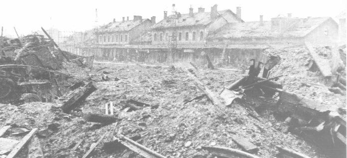 Vom Dachboden in Ohlsdorf aus sah Erna Putz' Mutter Bomben wie kleine Striche auf Attnang herunterfallen, die dort großen Schaden anrichteten.