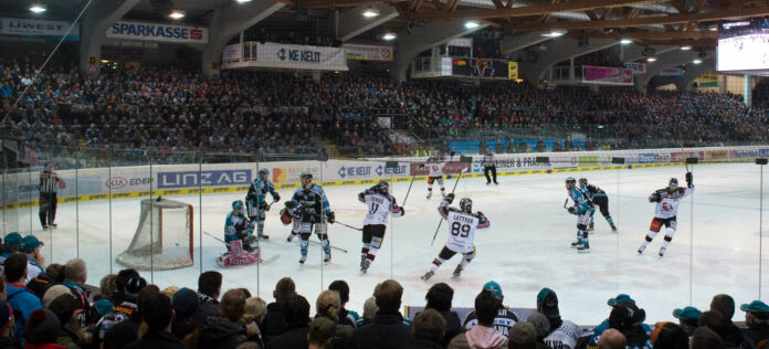 In der Linzer EisArena soll auch künftig Eishockeysport gezeigt werden, allerdings nicht mehr von den Black Wings.