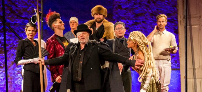 """Mit Stücken wie """"Wie man Götter dämmert"""" begeisterte das Theater in der Kulturfabrik in Helfenberg sein Publikum in den letzten Jahren. Die heurige Sommerproduktion ist noch nicht sicher."""
