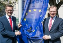 Der EU-Beitritt war für das schöne Land Oberösterreich wie ein Lotto-Sechser, sind sich LH Thomas Stelzer (rechts) und Europa-LR Markus Achleitner einig.