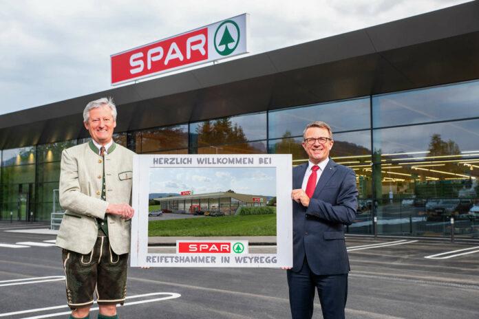 V. l.: Bürgermeister Klaus Gerzer und Jakob Leitner, Geschäftsführer der Spar-Zentrale Marchtrenk