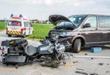 Auch dieser Unfall im Gemeindegebiet von Oftering forderte am Freitagabend einen schwer verletzten Motorradfahrer.