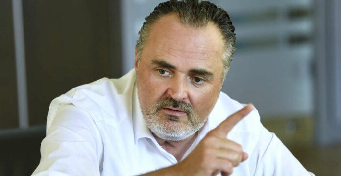 Ex-Verteidigungsminister LH Hans Peter Doskozil zeigt jetzt — wenn auch unfreiwillig — im Zusammenhang mit dem Ibiza-U-Ausschuss auf: Die ÖVP will ihn über Förderungen an einen FPÖ-nahen wehrpolitischen Verein befragen.