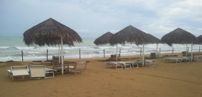 Am (noch) einsamen Strand von Lignano wird bald Urlaubstrubel herrschen.