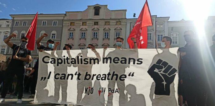 Die PdA — hier am Linzer Hauptplatz demonstrierend — will nicht bloß den Kapitalismus, sondern die demokratische Grundordnung kippen.