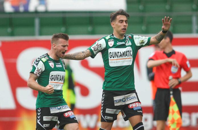 Jefte Betancor (r./mit Manuel Kerhe) brachte die SV Ried nach Anlaufschwierigkeiten auf die Siegerstraße.