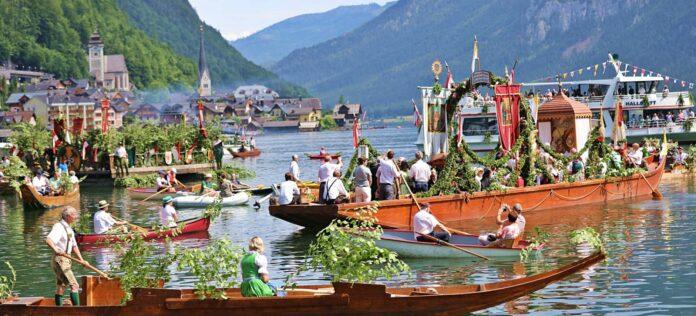 Wegen der Corona-Pandemie finden auch die traditionellen Seeprozessionen in Hallstatt und Traunkirchen heuer nicht statt.