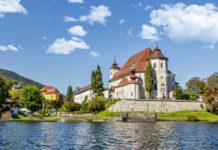 Pfarrkirche und Kloster Traunkirchen