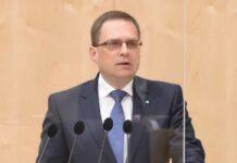 """Für den Klubobmann der ÖVP, August Wöginger, ist es unverständlich, dass Rot-Blau im Parlament zu allen Maßnahmen der Regierung """"Njet"""" sagt."""