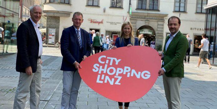 VBgm. Bernhard Baier, Stadträtin Doris Lang-Mayerhofer, Matthias Wied-Baumgartner (Linzer City Ring) und Klaus Schobesberger (WKO Linz-Stadt) wollen die Innenstadt beleben.