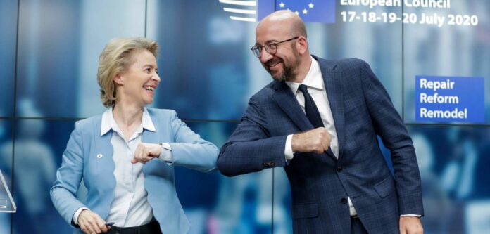 """""""Ein historischer Moment für Europa!"""", jubilierten EU-Kommissionspräsidentin Ursula von der Leyen und EU-Ratspräsident Charles Michel nach der Einigung auf das Finanzpaket."""