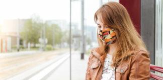 Wer mit Öffis fahren will, muss nach wie vor Mundschutz tragen. In Linz wird das Tragen einer Maske nun rigoros kontrolliert.
