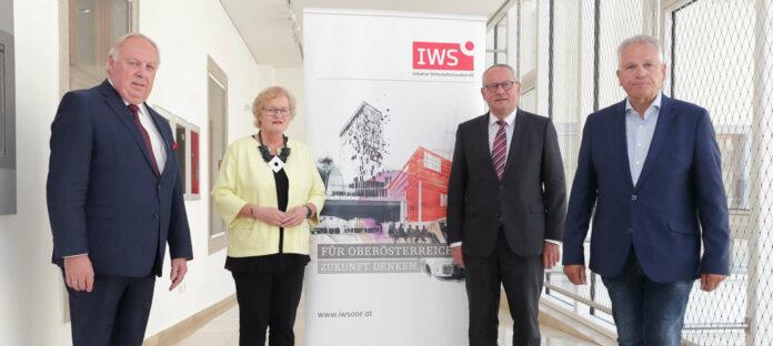 Präsentierten am Montag die neue Plattform (v. r.): IWS OÖ-Geschäftsführer Prof. Gottfried Kneifel, Landtagspräsident Wolfgang Stanek (ÖVP), 3. Landtagspräsidentin Gerda Weichsler-Hauer (SPÖ) und der 2. Landtagspräsident DI Dr. Adalbert Cramer (FPÖ)