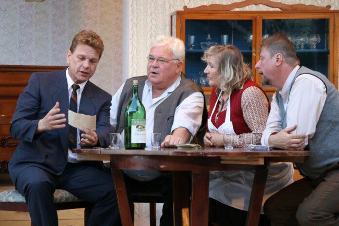 """2017 war Abstand auf der Theaterbühne noch kein Muss: """"Der Bockerer"""" der Theatergruppe Altenberg"""