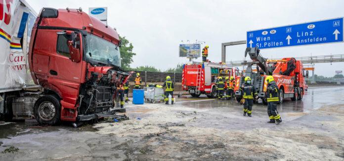 Sperre der A1 nach LKW-Unfall