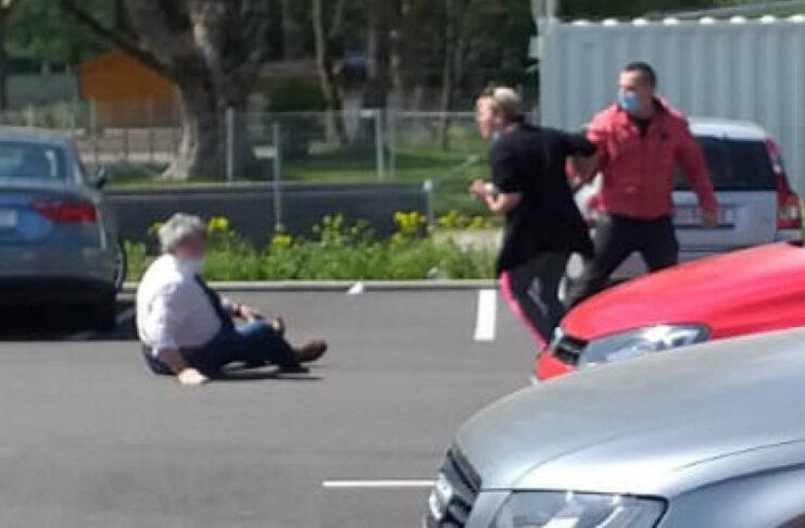 Der Senior wurde brutal zu Boden gestoßen.