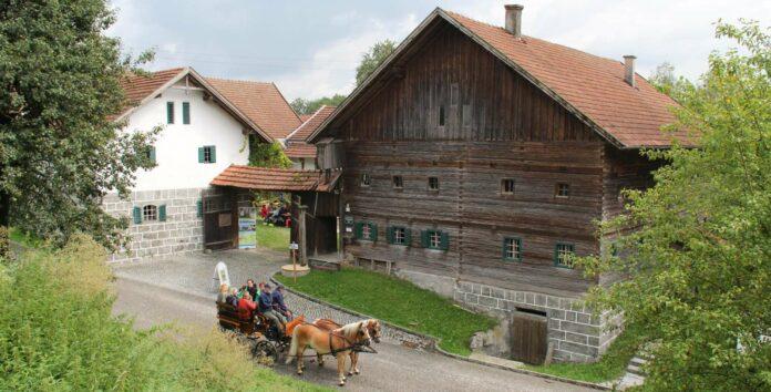 Als typischer Innviertler Vierseithof präsentiert sich das Freilichtmuseum Brunnbauerhof in Andorf.