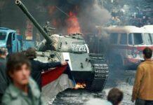 """Der """"Prager Frühling"""", von sowjetischen Panzern niedergewälzt"""