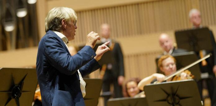 Dirigent Martin Haselböck