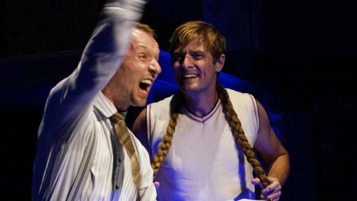 Schmäh, Slapstick und auch Chaos brachte ein bunter Ritt durch acht Theaterstücke in Perg.