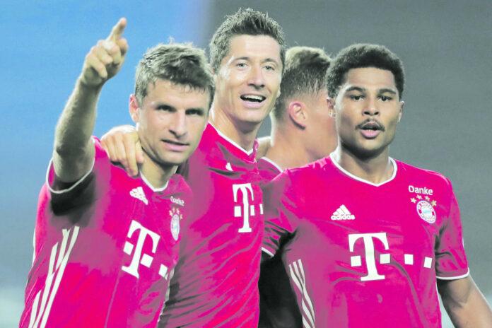 Lyon-Goalie Lopes räumte Teamkollege Denayer (r.) ab, die Bayern waren am Ende dann eine Nummer zu groß.
