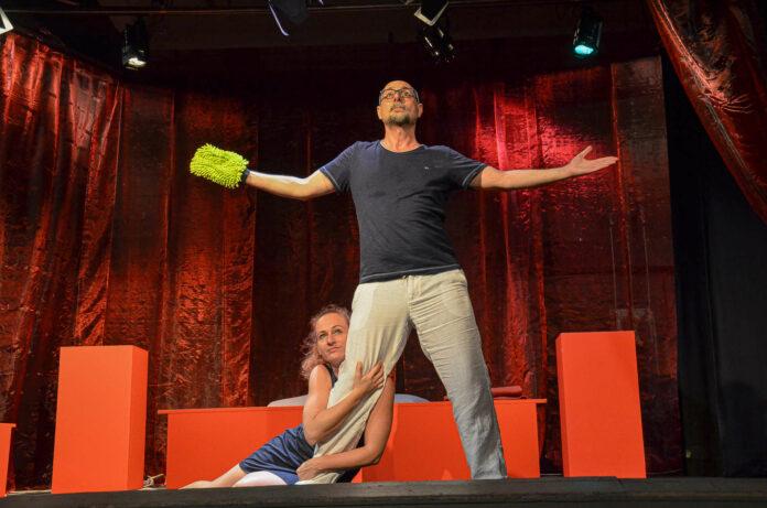 """Cordula Feuchtner und Markus-Peter Gössler als Paar, das sich die """"Babyfrage"""" stellt."""