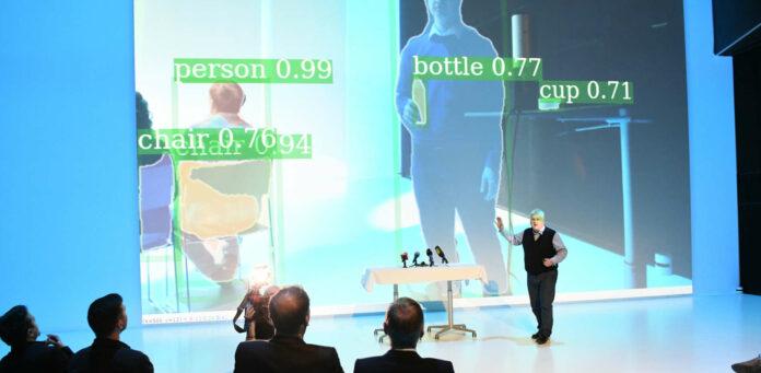KI-Experte Sepp Hochreiter bei der Präsentation der Künstlichen Intelligenz bei Einführung des Studiums im Vorjahr. Die Nachfrage nach dem Lehrgang an der Johannes Kepler Universität war von Beginn an groß.