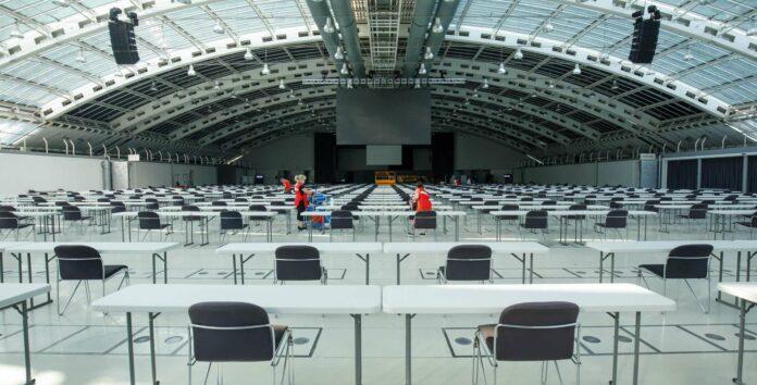 Der Testsaal im Design Center Linz ist corona-sicher und bereit für die heute stattfindenden Medizin-Aufnahmetests der Johannes Kepler Universität.