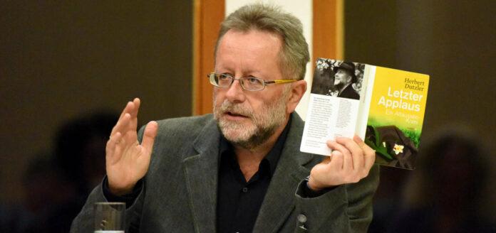 Der Schwanenstädter Autor Herbert Dutzler wird heuer auch beim Literaturfestival am Attersee lesen.