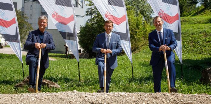 Beim Spatenstich (v. l.): GD Werner Steinecker, Landesrat Markus Achleitner, Technikvorstand Stefan Stallinger