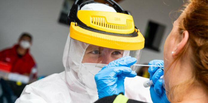 Die zweite Testung aller Mitarbeiter in den 18 vom Corona-Ausbruch betroffenen Betrieben in St. Wolfgang wird am Dienstag abgeschlossen.