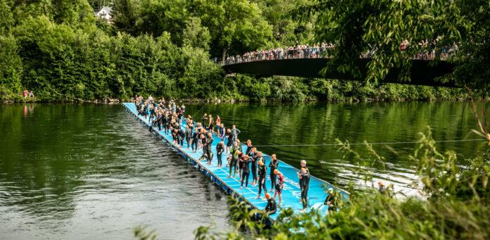 Der 60x5 m große und zehn Tonnen schwere Holzsteg über die Traun ist eine einzigartige Startrampe im Triathlon-Zirkus.