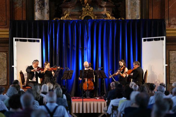 Die Musiker erhielten großen Applaus für ihre Darbietung.