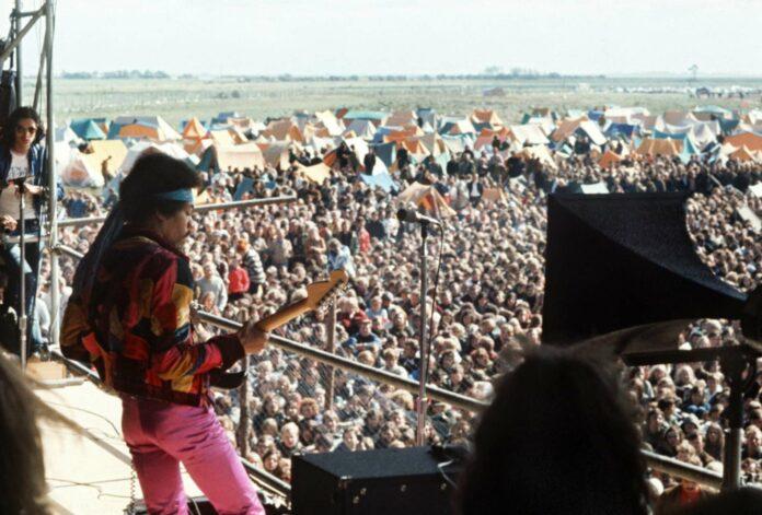 12 Tage vor seinem Tod trat Jimi Hendrix bei einem Festival auf der Ostsee-Insel Fehmarn das letzte Mal auf.Seattle gedenkt seinem großen Sohn u. a. mit einer Statue.