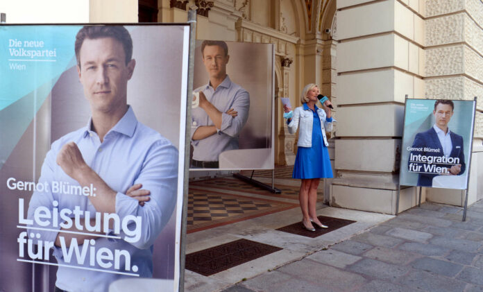 ÖVP-Kampagnenleiterin Bernadette Arnoldner lüftete gestern das Geheimnis um die Blümel-Plakate. Ausgehend von den mageren 9,24 Prozent des Jahres 2015 hält sie eine Verdoppelung des Stimmenanteils für möglich, jedenfalls wolle man jene Partei werden, die den größten Zuwachs erziele.