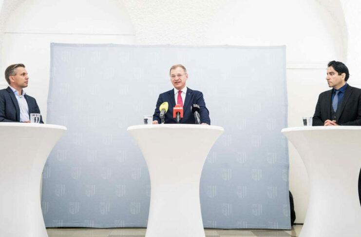 Wachsam gegen den politischen Islam: Landeshauptmann Stelzer und Hattmannsdorfer (l.) mit Dokustellen-Chef Khorchide (r.).